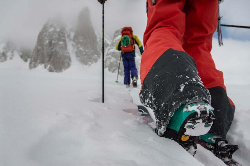 freeride heliski powder snow mountains holiday elite